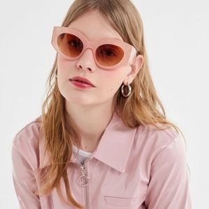 Urban Outfitters Carrie Chunky Round Sunglasses